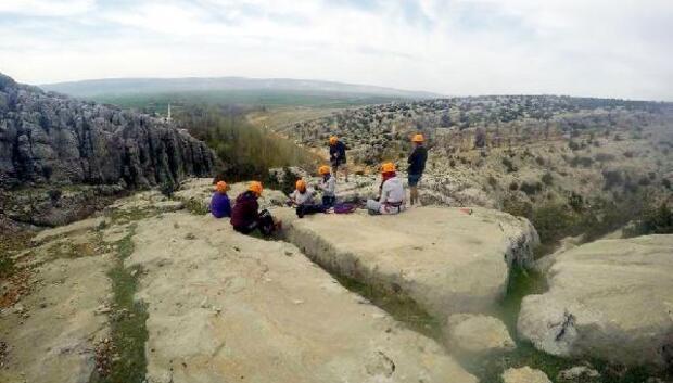 Üniversiteli dağcılar, gelişim kampında