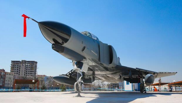 Demokrasi Parkı'na F-4 kondu