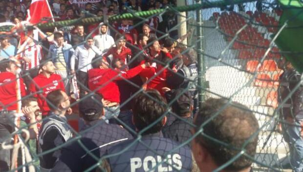 Bileciksporun şampiyon olduğu maçta kavga