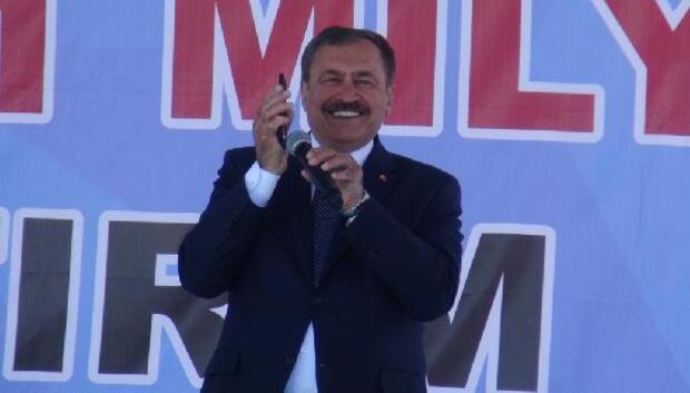 Bakan Eroğlu, Kağızman'da türkü dinletip evet oyu istedi