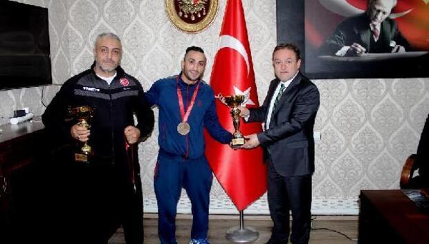 Bedensel engelli Muhammet şampiyon oldu