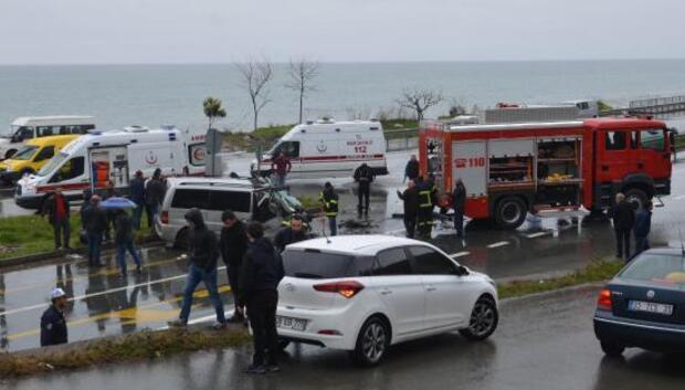 Minibüs, itfaiye aracına arkadan çarptı: 3ü ağır 7 yaralı