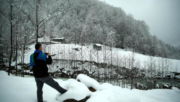 Nisanda kar yağdı, Ovit Geçidi yine ulaşıma kapandı