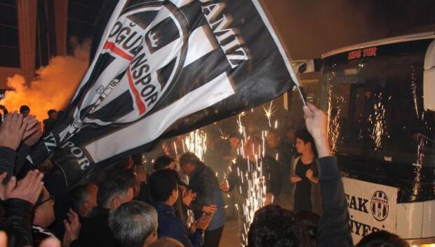 Bucak Belediye Oğuzhanspor şampiyon (2)