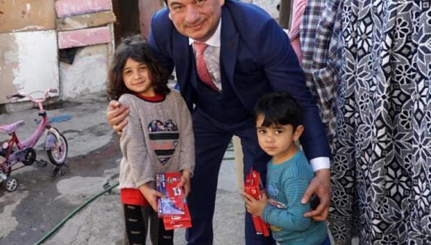 Çocukların çöpteki defter-kalem sevinci (2)