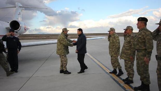 Kara Kuvvetleri Komutanı Orgeneral Salih Zeki Çolak, Ağrıda