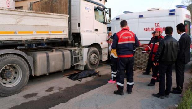Mahalleli, 5 yaşındaki çocuğun kazada öldüğü yolu kapattı