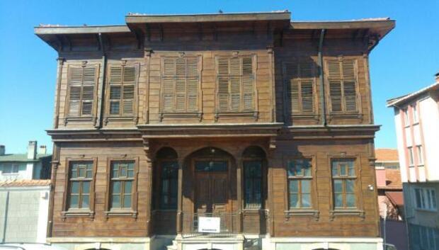 Edirne Belediye Başkanı Gürkan, kent müzesini sosyal medyadan canlı yayınla tanıttı