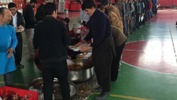 Van Büyükşehir Belediyesi kaçaklara sıcak yemek ve barınma desteği verdi