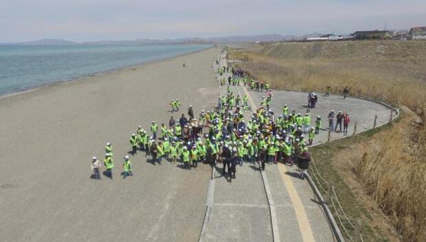 Van Gölünde 15 bin öğrenciyle temizlik kampanyası