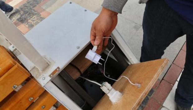 Şarj bankın kablosunu koparıp adaptörünü çaldılar