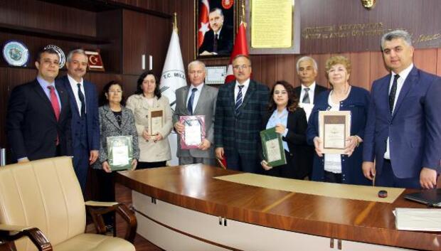 Emekli öğretmenlere Hizmet Şeref belgesi