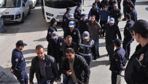 Polise linç girişimine ceza yağdı