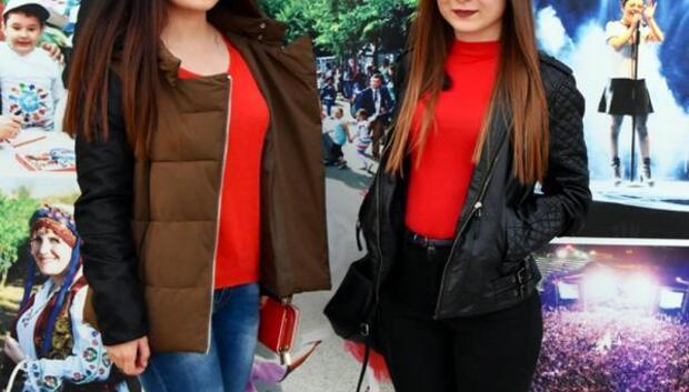 Üniversiteli kızlar, harçlıklarıyla dar gelirli aile yardım etti