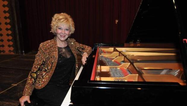 Ünlü piyano virtiözü Gülsin Onay Mersine geliyor