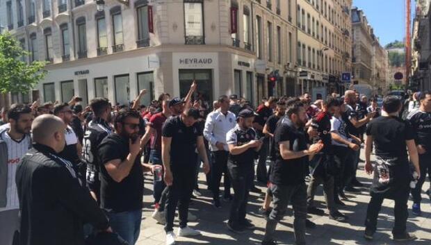 Lyon sokaklarını Beşiktaş Çarşıya çevirdiler