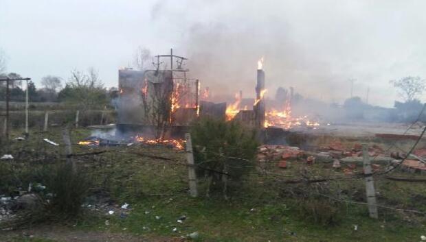 Samsunda prefabrik ev yandı