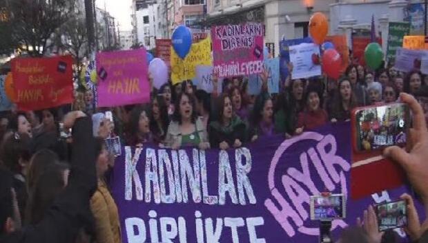 Kadıköyde kadınlardan Hayır yürüyüşü