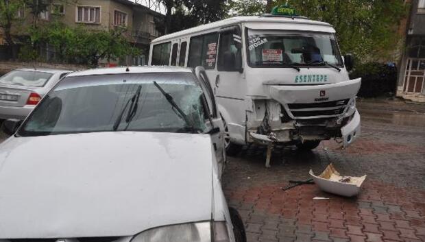 Otomobil ile minibüs çarpıştı: 1 yaralı