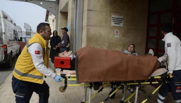Otomobil istinat duvarına çarptı, kadın sürücü yaralandı