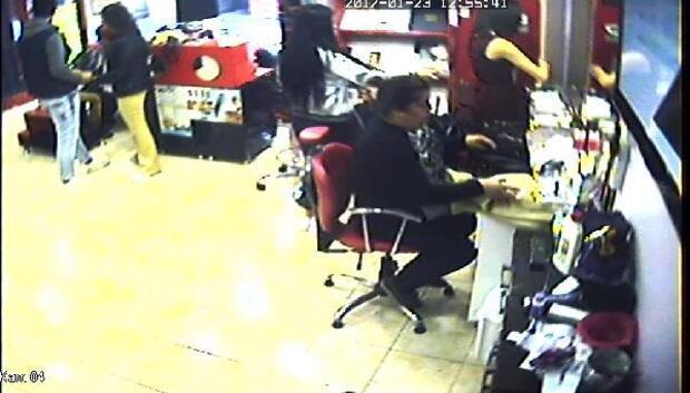 Kuafördeki hırsızlık güvenlik kamerasında