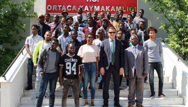 Afrikalı öğrencilerden kaymakama ziyaret