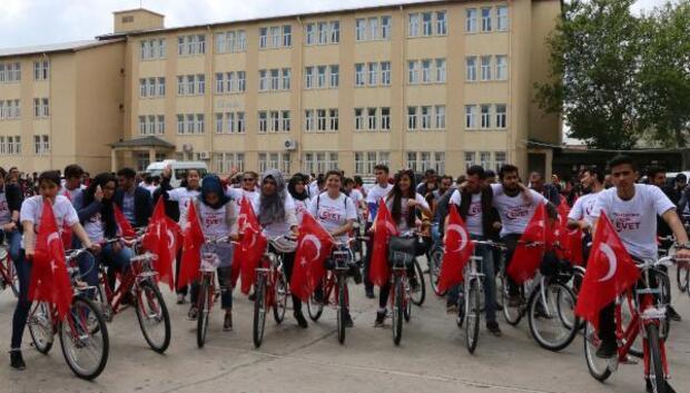 Adıyamanda başarılı 200 öğrenciye bisiklet