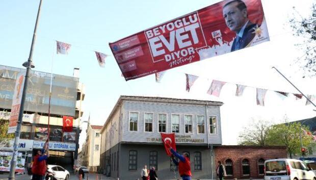 Referandum pankart ve afişleri toplanmaya başladı
