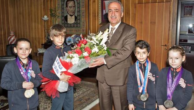 Aydın Doğanın öğrencileri Short Trackda madalyaları topladı