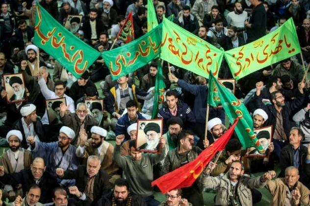 Son dakika İranda on binlerce kişi sokakta