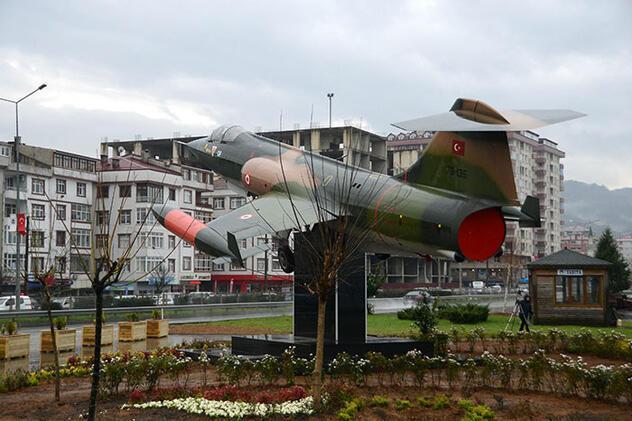 Hava Kuvvetleri Komutanı Küçükakyüz, savaş uçağı hediye etti