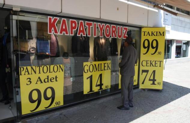 İzmirde korkutan görüntü Dükkanlar kepenk indirdi