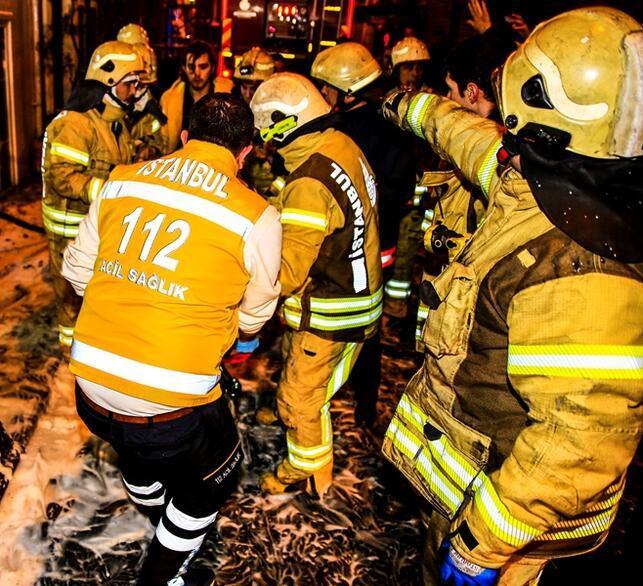 Beyoğlu'nda 7 katlı otelde yangın: 3'ü ağır, 6 yaralı