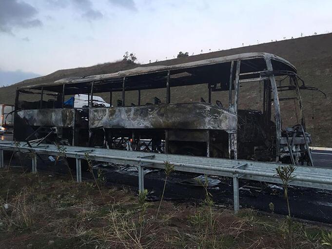 Bursada dehşet dakikaları Yolcu otobüsü alev alev yandı