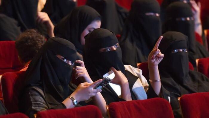 Ilımlı İslam'a geçiş sinema yasağını kaldırdı