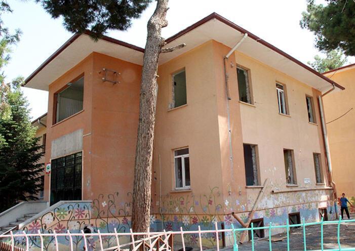 CHPli vekil, Milli Eğitim Müdürünün makamını bastı