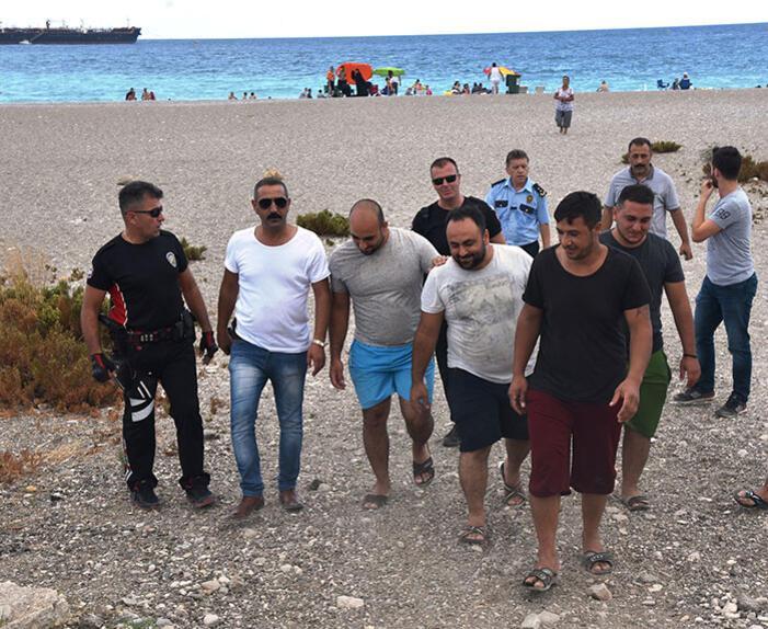 Antalyada hareketli dakikalar... Özel harekat sahile indi