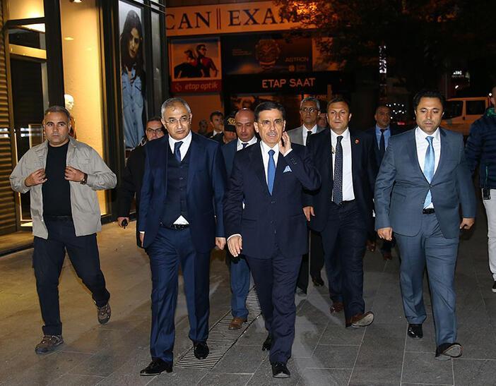 Ankarada büyük rezalet... Vali silahını kuşandı, ortaya çıkardı