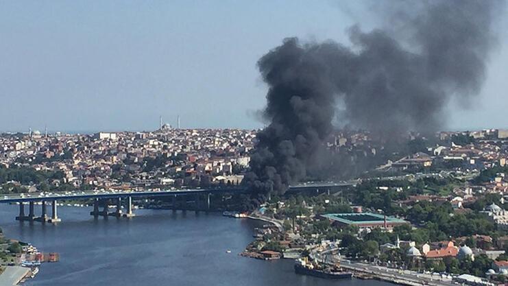 Son dakika... Haliçte 3 teknede yangın çıktı