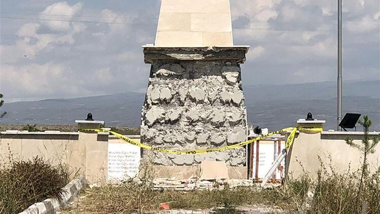 Karsta şehitler anıtına saldırı