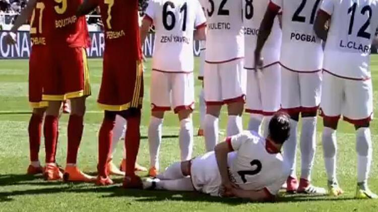 Süper Lig maçında ilginç an! Golü engellemek için bunu yaptı...