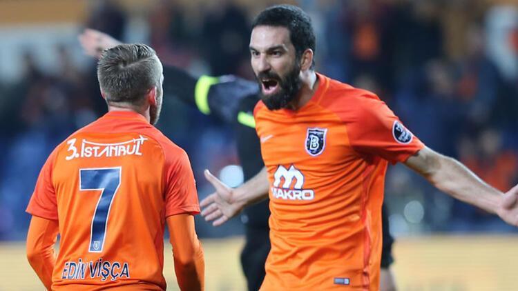 Arda Turan celebrando un gol esta temporada.