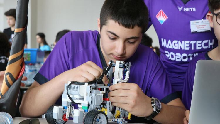 Gençler açlık sorununa karşı robot tasarladı