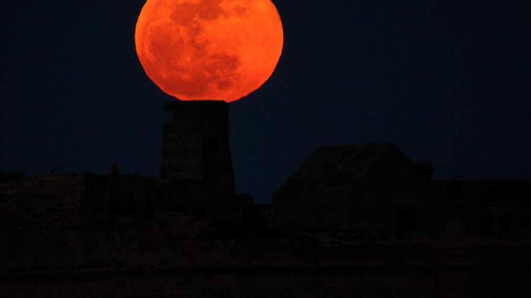 Åimdiye kadarki en uzun kanlı Ay geliyor... Kanlı Ay tutulması Türkiye'den izlenebilecek mi?