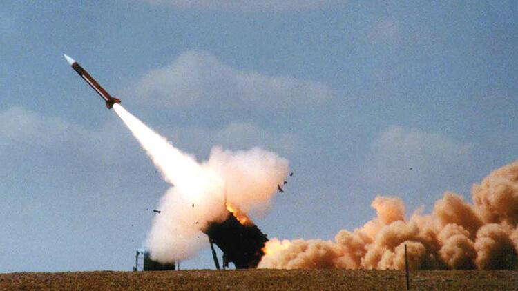 İsrail, Suriye'nin savaş uçağını düşürdü