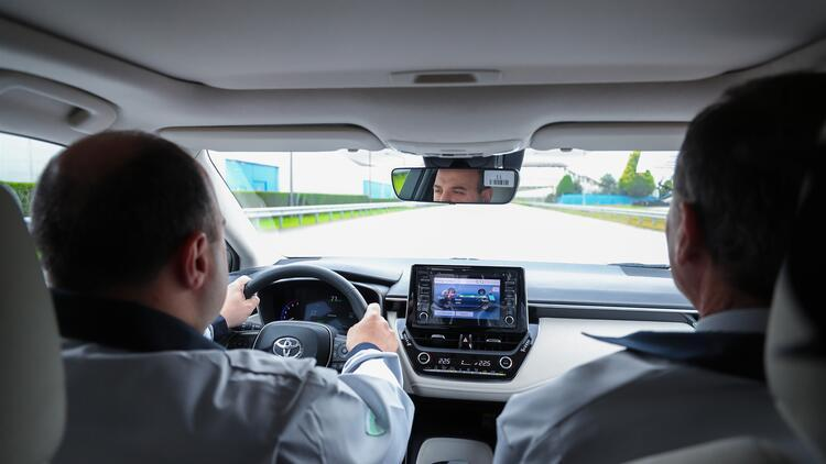 Bakan Varank Toyota Corolla Nin Hibrit Modelini Test Etti