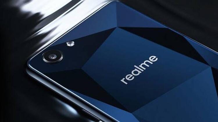 Realme: İsmini bilen yok, 4 milyon telefon sattı!