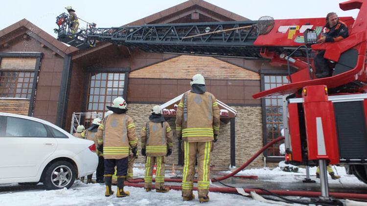 Ümraniye Belediyesi Sosyal Tesisleri'nde yangın çıktı