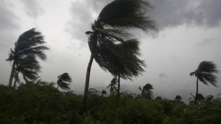 Afrika'nın güneyini  tropikal fırtına vurdu