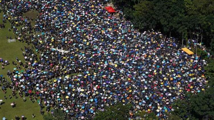 Hong Kong'da protestolar Çin'e katılımın yıl dönümünde de sürdü